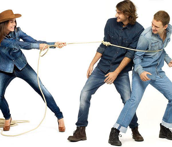 1. koszula, Calvin Klein/Peek & Cloppenburg ;spodnie, Pepe Jeans/Peek & Cloppenburg ;buty, Venezia    2. koszula, Wrangler, bawełna, rozmiary: S-XXL, 249 zł; dżinsy, Diesel, bawełna, rozmiary: 28-38 pas, 30-34 długość, 499 zł; buty, Venezia, zamsz,rozmiary: 40-45, 379 zł  3. koszula, Pepe Jeans,  bawełna, rozmiary: S-XXL, 295 zł; dżinsy, Diesel, rozmiary: 28-38 pas, 30-34 długość, 429 zł; buty, Venezia, zamsz, rozmiary: 40-45, 379 zł