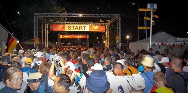 Vierdaagse: Tłum oczekujących na start. O 4 rano!