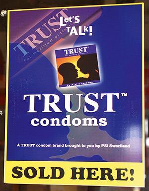W Suazi dużo bardziej niż w innych krajach świata należy uważać na przygodne kontakty seksualne (szerzy się AIDS, warto pamiętać o kondomach)