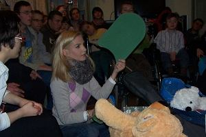 Maja Frykowska obchodziła swoje 33 urodziny. Gwiazda w zaproszeniach poprosiła by zamiast prezentów dla niej, goście przynieśli prezenty dla dzieci z ośrodka rehabilitacji, edukacji i opieki Hellenów. Udało nam się zdobyć zdjęcia z pourodzinowej wizyty Mai w tym ośrodku.