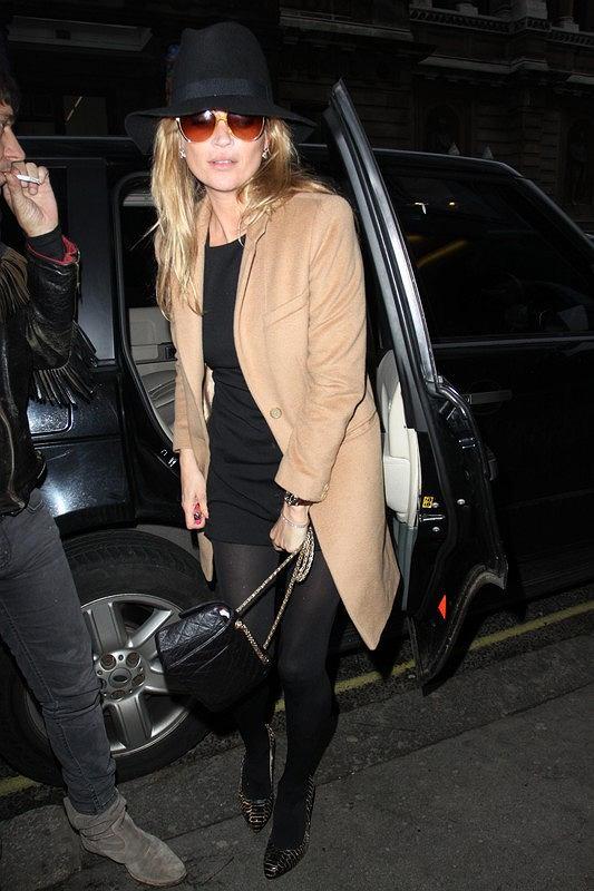 Kate Moss na zakupach w beżowym płaszczu