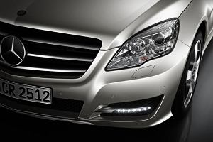 Światła do jazdy dziennej we wszystkich nowych autach