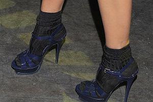 Czyje te sandały i skarpety?