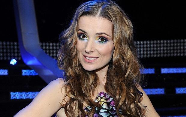 Halinka Mlynkova w 2 odcinku ''Bitwy na głosy'' wyglądała bardzo seksownie. Jej zespół wykonał piosenkę Shakiry ''Waka Waka''. Mlynkova wpasowała się w egzotyczny klimat swoją piękną sukienką. Do tego soczysty, kolorowy makijaż. Wyglądała pięknie!
