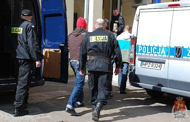 Policja prowadzi aktorów