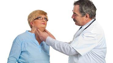 Nie stawiaj samodzielnie diagnozy: choćby ze względu na położenie ślinianek nie możesz mieć pewności, że to właśnie one są odpowiedzialne za obrzęk. To rola lekarza
