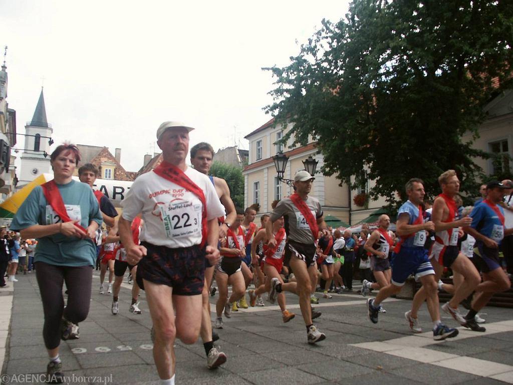 Start biegu Od ratusza do ratusza w ubiegłym roku odbył się w Zielonej Górze. Tym razem biegacze skończą sztafetę w Cottbus