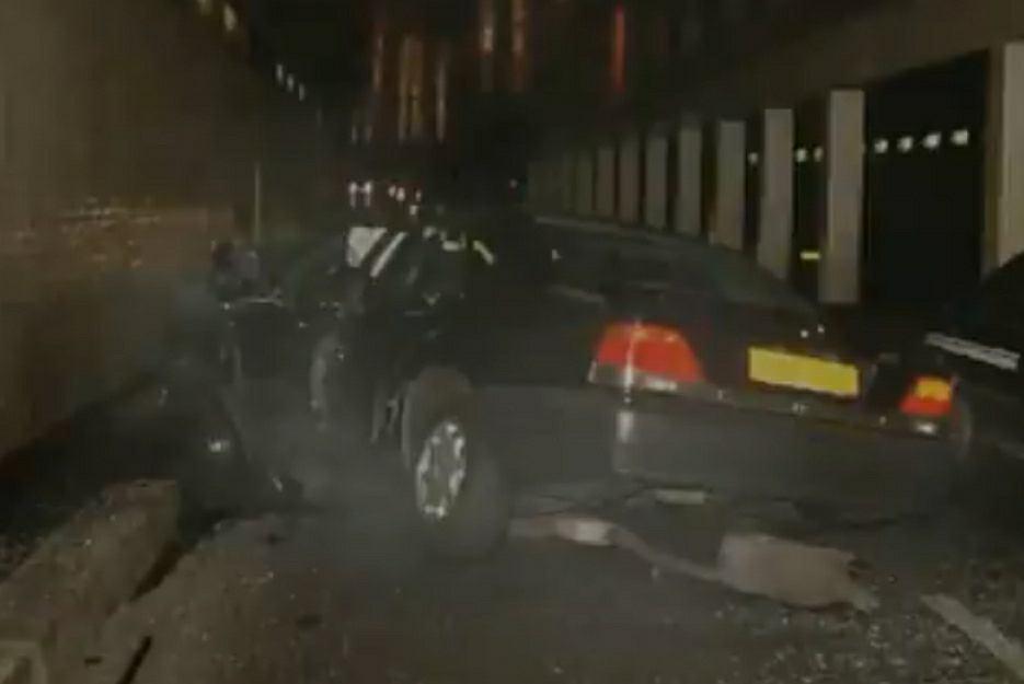 Rozbity samochód, w którym jechali księżna Diana, Dodi Al-Fayed oraz kierowca Paul Allen
