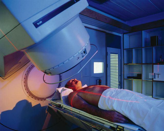 Pacjent chory na nowotwór poddawany terapii kobaltem