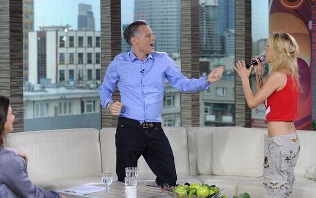 Natalia Lesz tańczy z Robertem Kozyrą.