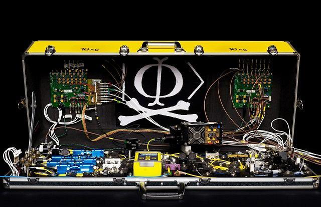 Walizka kwantowych hakerów pozwalająca niezauważenie podsłuchiwać transmisję QKD