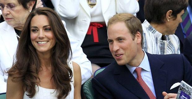 Wcześnie łysiejący książę William wypada blado na tle swojej olśniewającej małżonki.