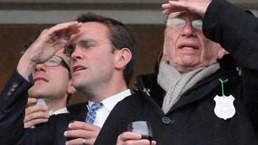 James Murdoch i jego ojciec Rupert podczas festiwalu muzycznego w Cheltenham w marcu 2010 r.