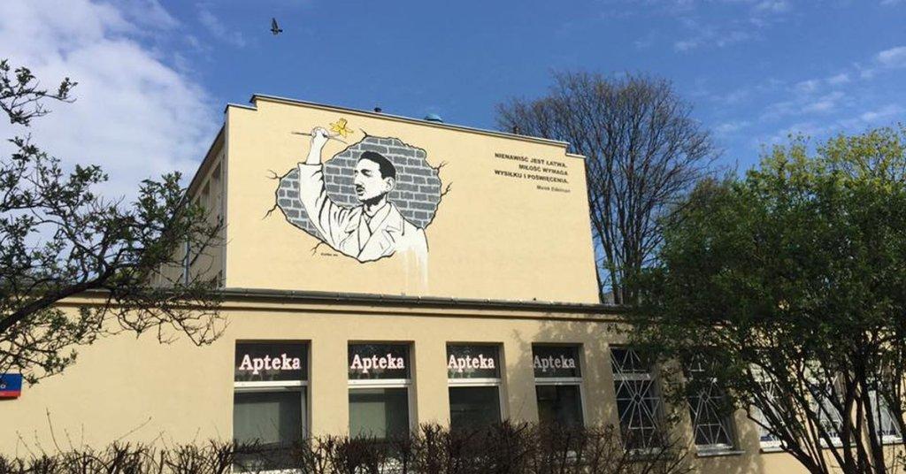 Mural z wizerunkiem Marka Edelmana przy ul. Karmelickiej 26