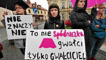 Bielsko Biała. Protest Fundacji Pozytywnych Zmian przeciwko niskim karom za gwałty