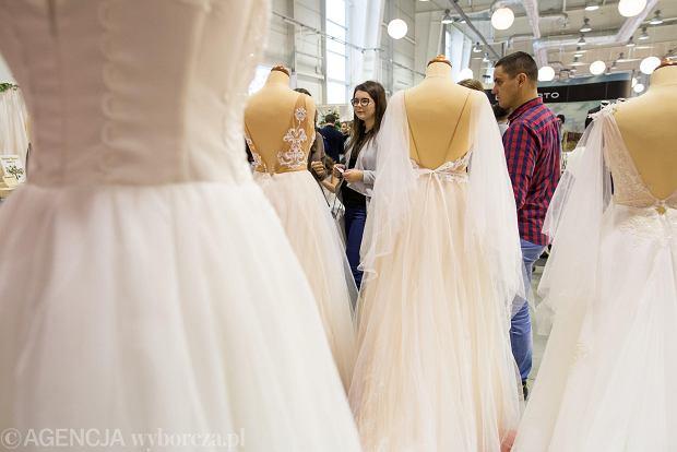 Zdjęcie numer 13 w galerii - Wizażyści, cukiernicy, pokazy mody i konkursy. Pierwszy dzień targów ślubnych Ona & On [ZDJĘCIA]