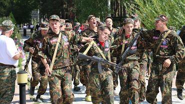 Chłopcy z państw postradzieckich na obozie treningowym, prawdopodobnie latem 2014 r., w Kirgistanie