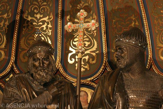 Zdjęcie numer 10 w galerii - 1050. rocznica chrztu Polski. Bez brody, z wąsem, albo z papierosem - różne wizerunki Mieszka I