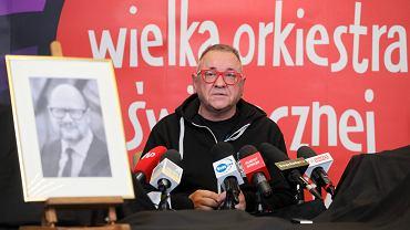 Jerzy Owsiak podczas konferencji prasowej rezygnuje z funkcji prezesa zarządu Fundacji Wielkiej Orkiestry Świątecznej Pomocy po śmierci prezydenta Gdańska Pawła Adamowicza. Warszawa, 14 stycznia 2019 r.