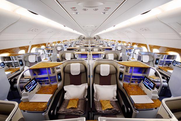 Kabina klasy biznes w Airbusie A380 linii Emirates
