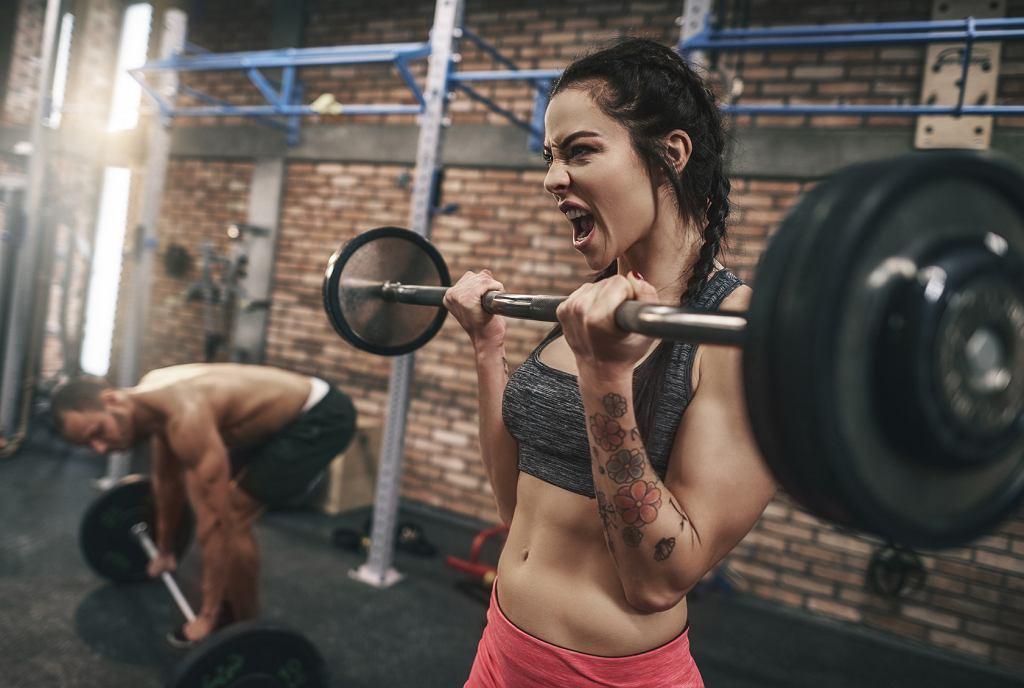 Trening siłowy dla kobiet nie musi oznaczać przerostu masy mięśniowej.