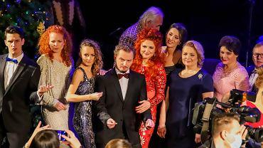 Zespół Teatru Dramatycznego nagrał koncert 'Teatralne kolędowanie'. Prezentacja - w wigilijny wieczór (24 grudnia) na stronie teatru, Facebooku i Instagramie