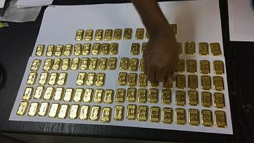 Polak próbował przemycić 100 sztabek złota