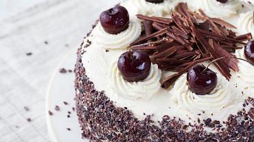 Tort szwarcwaldzki to klasyczne, popularne na całym świecie ciasto.
