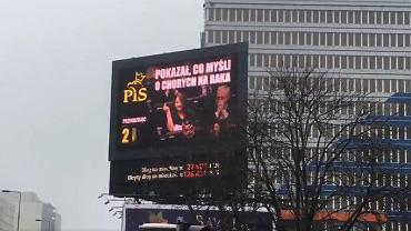 Na telebimie przy rondzie Dmowskiego emitowany jest spot z posłanką Lichocką w roli głównej