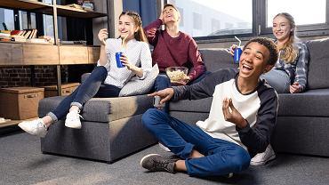 Filmy młodzieżowe - każdy nastolatek znajdzie tutaj coś dla siebie. Zdjęcie ilustracyjne, LightField Studios/shutterstock.com
