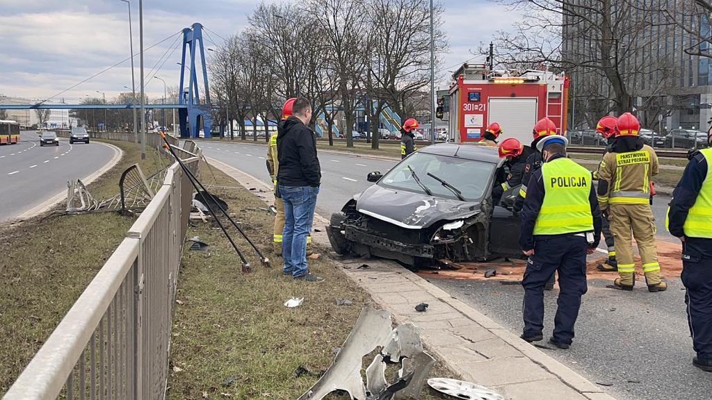 Pijany kierowca staranował barierki na ul. Jagiellońskiej