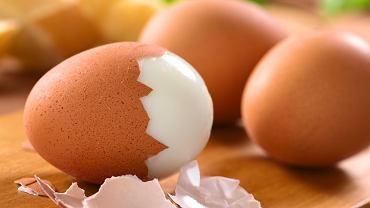 Jak obierać jajka na twardo?