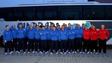 Piłkarze Odry Opole tuż przed wyjazdem do Berlina, skąd polecieli do Alanyi