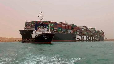 Egipt chce rekompensaty za blokadę Kanału Sueskiego. W grę wchodzi miliard dolarów