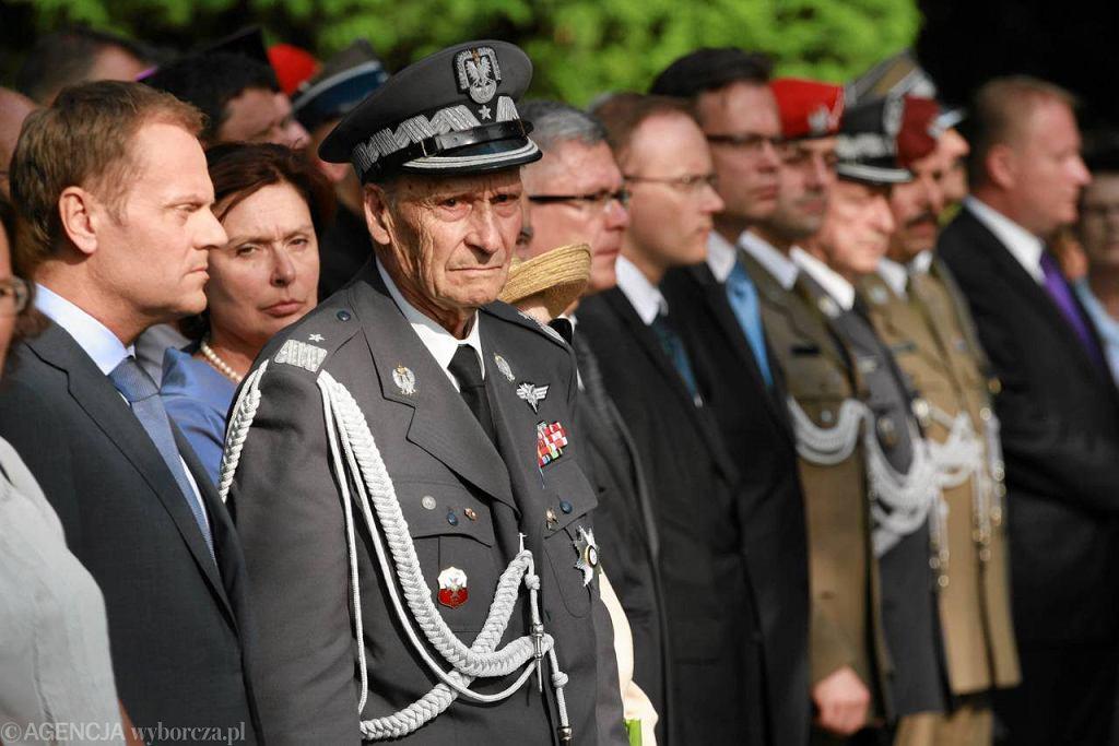 Uroczystości pod pomnikiem Gloria Victis na Powązkach