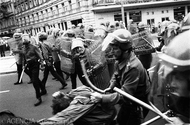 Demonstracja rozpędzana przez ZOMO