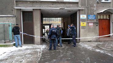 Akcja policji i straży pożarnej w kamienicy przy Grochowskiej w Warszawie