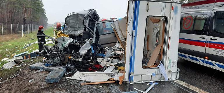 Śląskie. Karambol na S1 niedaleko lotniska w Pyrzowicach. Dwie ofiary