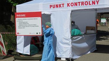 Uruchomienie na terenie szpitala przy ul. Walczaka mobilnego punktu pobierania wymazów dla osób w kwarantannie