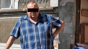 Piotr Ś., 'czyściciel' kamienic, przed budynkiem przy ul. Stolarskiej