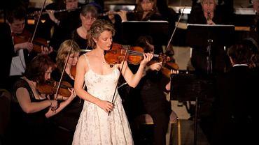Elizabeth Pitcair zagra na słynnym stradivariusie zwanym 'Czerwonym Mendelssohnem'