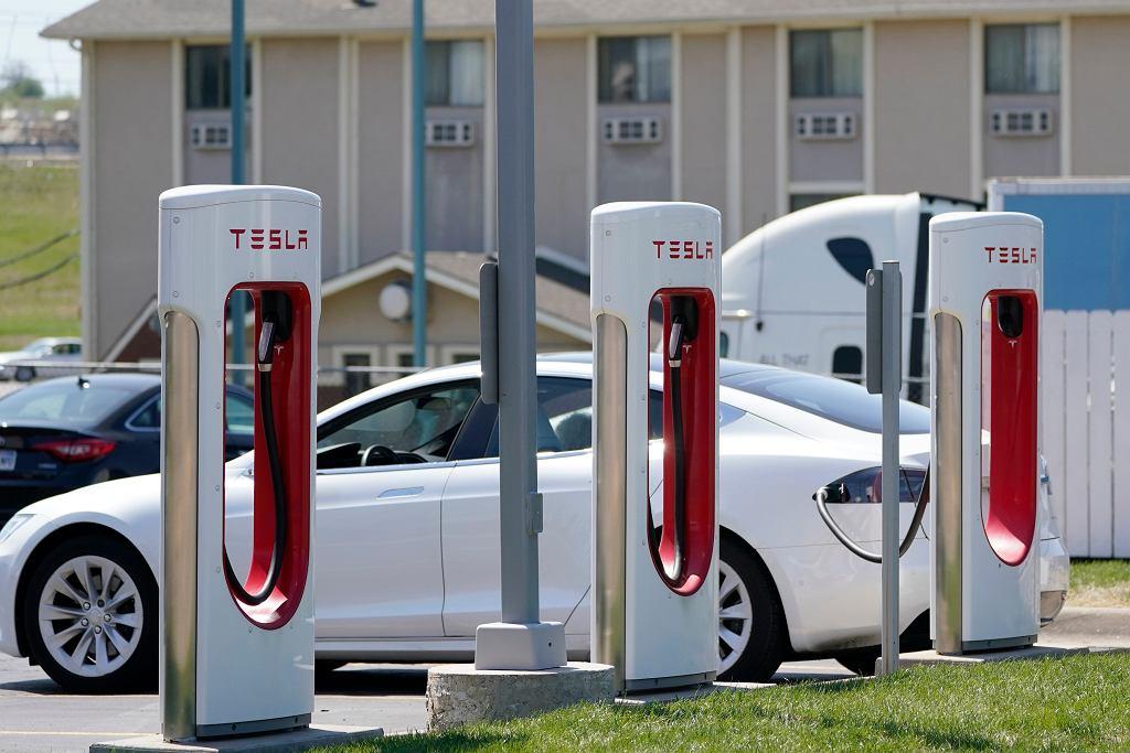Ładowarki elektryczne dla samochodów firmy Tesla