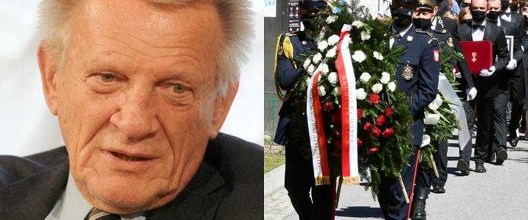 """Tłum fanów i polityków na świeckim pogrzebie Cieślaka. """"Tata zarażał miłością do kina"""""""