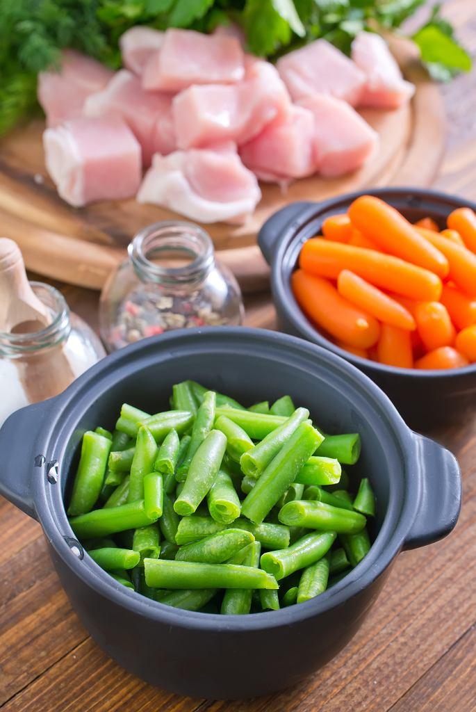 Zupę z zielonej fasolki szparagowej można przygotować na kilka sposobów.