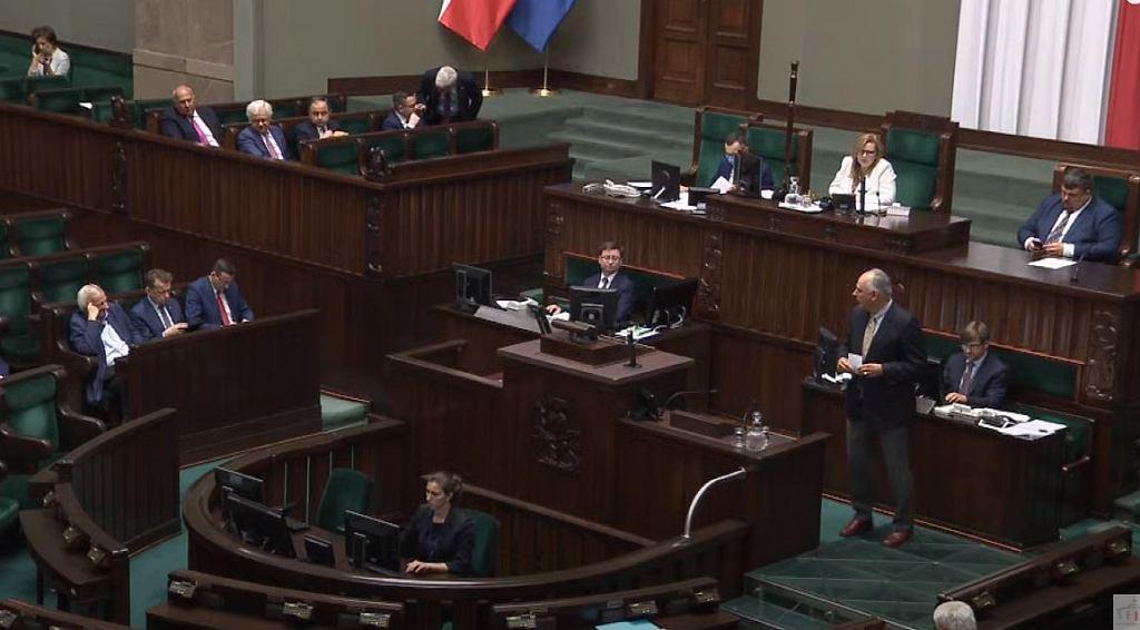 Paweł Zalewski podczas przemówienia w Sejmie