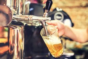 """Ile kalorii ma piwo. Alkohol może być """"odpowiedzialny"""" za przybieranie na wadze"""