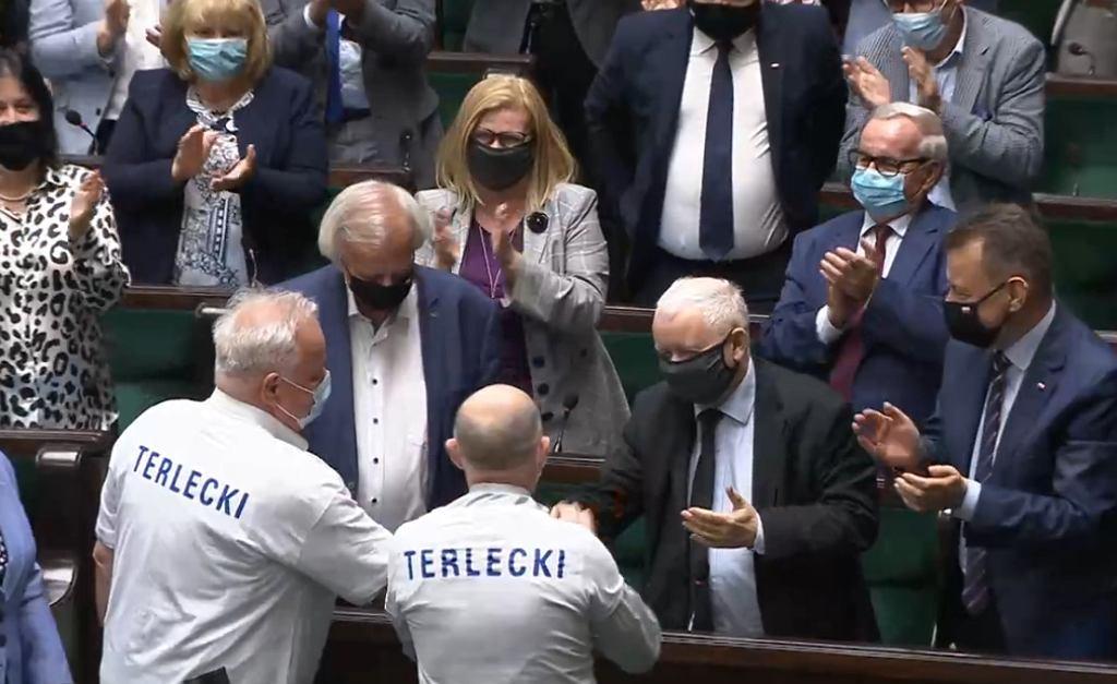 Terlecki pozostanie wicemarszałkiem Sejmu. Posłowie wsparli go zakładając specjalne koszulki