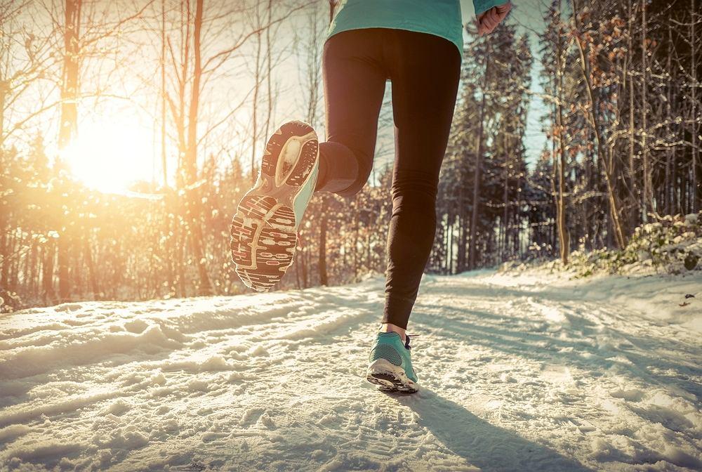 Bieganie zimą będzie zdrowe i przyjemne, jeśli poprzedzi je solidna rozgrzewka
