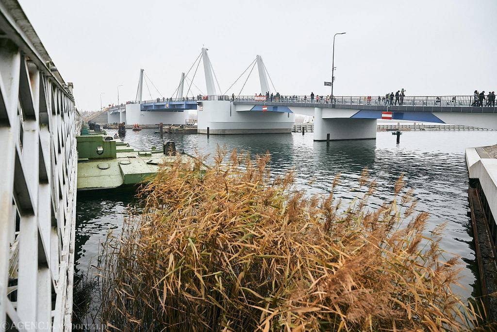 Uroczyste otwarcie Mostu 100-lecia Odzyskania Niepodległości Polski na Wyspie Sobieszewskiej. Gdańsk, 10 listopada 2018