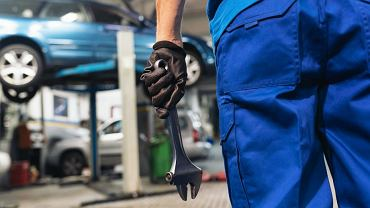 Prowokacja urzędniczek skarbówki u mechanika. 'Facet z wanny wyszedł, żeby nam auto naprawić. Teraz nikt nie pomoże'